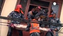 Un nuevo terremoto sacude Nepal donde los muertos superan los 2.000
