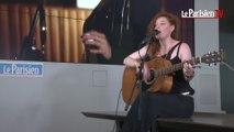 Emji chante «Toxic» en live au Parisien