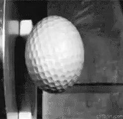 Ağır çekimde golf topunun duvara çarpması
