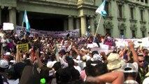 Guatemaltecos piden renuncia de presidente