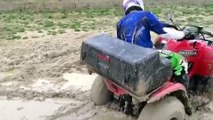 Quad Grizzly 300 Yamaha, boue et eau !!