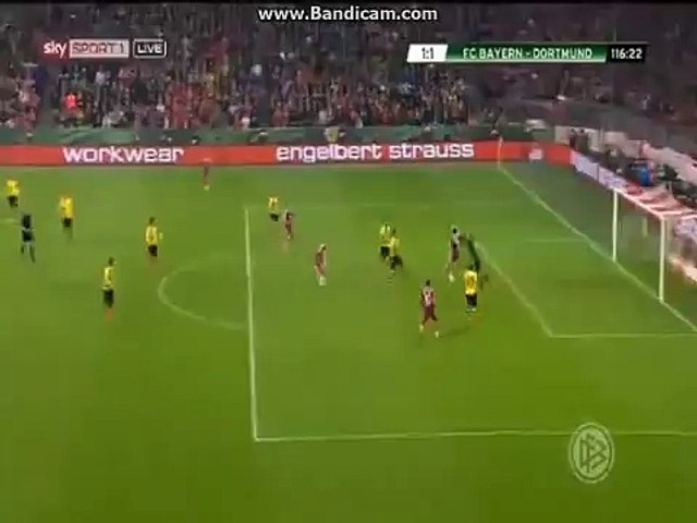 Lewandowski gets injured in duel with Langerak vs Bayern 28/04/2015