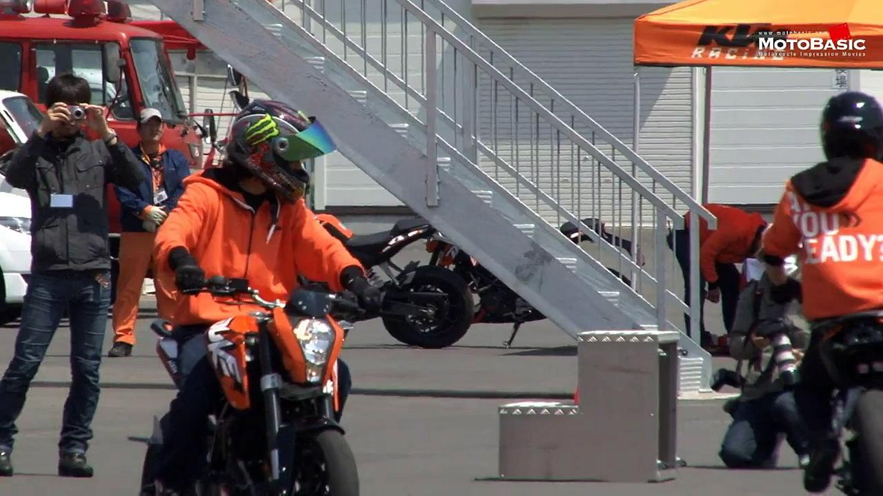 Ktm Duke 125 Stunt Extreme Riding on KTM 125 DUKE KTM