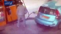 Elle met le feu à la pompe à essence car elle n'a pas été exaucée