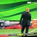 VIDEO  Cristiano Ronaldo fait la gueule quand un coquipier marque  sa place - Le Buzz