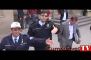 Polisten gazeteciye önce küfür sonra yumruk
