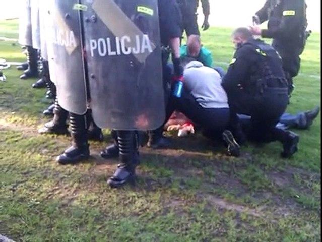 Police shoot & kill a fan in Polish 4th tier game between Concordia Knurow v Ruch Radzionkow