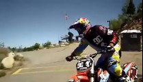 saut enorme en moto cross