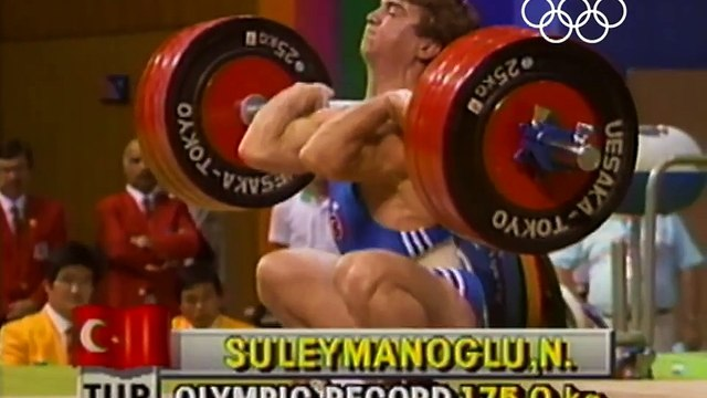 """The Pocket Hercules"" Süleymanoğlu Breaks Weightlifting World Record - Seoul 1988 Olympics"