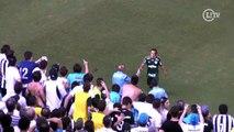 Torcedores do Santos cospem e atiram objetos em jogadores do Palmeiras