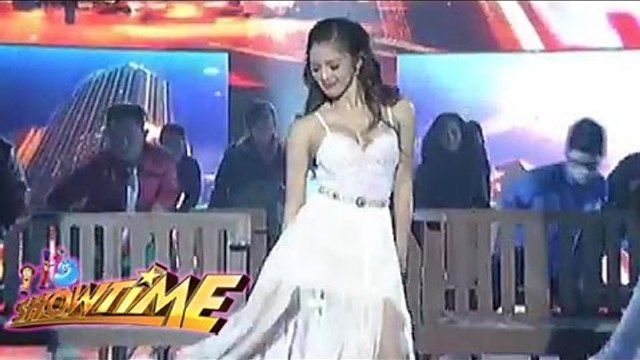 "Kim Chiu performs ""Love Me Like You Do"" on It's Showtime"