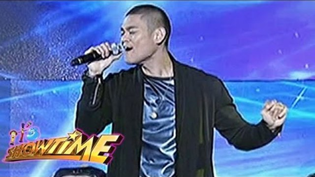 Jay-R performs his own song 'Parachute' on It's Showtime