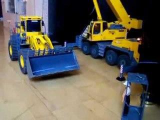 RC CRANE LOAD WHEEL LOADER, 46,0t WA 600 bereit zum Verladen