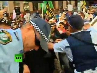 Quand la police australienne lâche les chiens sur les manifestants islamistes (2012)