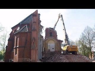 EXCAVATOR TEARING DOWN CHURCH ++ LIEBHERR 954 LONGFRONT HIGH REACH DEMOLITION