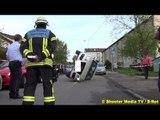 [Verkehrsunfall in 30er Zone] - Audi Q5 liegt auf der Seite - Fahrer + 1 Kind verletzt - [S-Rot]