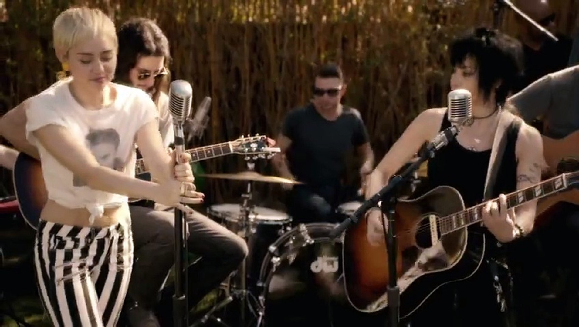 Miley Cyrus Happy Hippie Presents Different Performed By Miley Cyrus Joan Jett Video Dailymotion