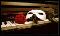 Sinema Müzikleri OPERA'DAKİ HAYALET Yabancı Film Müziği Piyano Sound Resitali Operadaki Müzikal Müziği Operada  2015 Phantom Of The Opera Sinemalar Movie En Iyi Piyano Solo Akustik Piyanist Solo Sound Müzik Broadway Uzun Soluklu Müzikali Zorlu Arama Sonuç