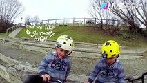 Deux jumeaux de 5 ans s'éclatent avec leur vélos !