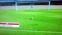Ronaldinho mete gol de penal