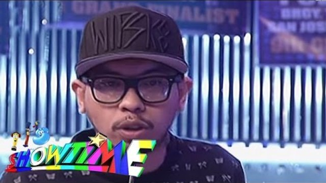 Loonie performs a rap song on It's Showtime