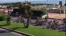 Tour d'Italie: un spectateur à vélo provoque une chute dans le peloton
