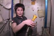 Comment aller aux toilettes dans l'espace ? Une astronaute de l'ISS vous explique