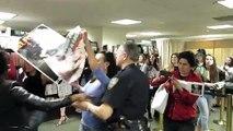 Activistas atacaron a Kim Kardashian durante una firma de autógrafos en Nueva York