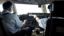 Air New Zealand B777-200 landing from flight deck
