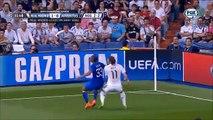 Prise de bec entre Patrice Evra et un ramasseur de balles (Real-Juventus)