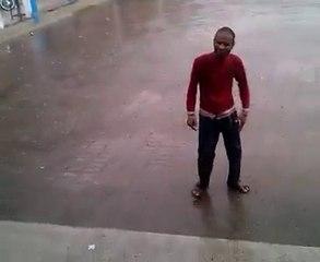 Gondal Market dancer