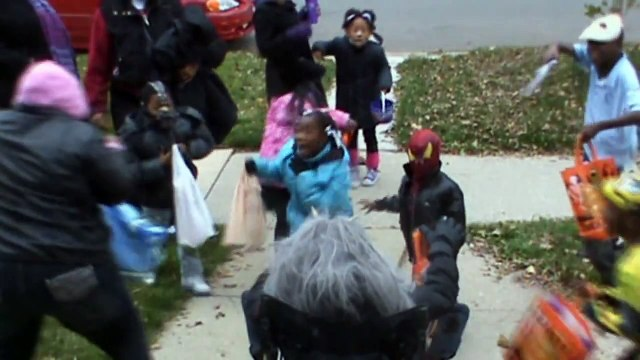 Halloween Trick Or Treat Prank - Dead Or Alive!?