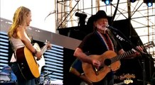 Willie Nelson ft Sheryl Crow - On The Road Again (Live)  HD