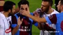 Un footballeur fond en larmes après avoir été insulté