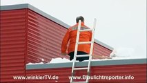 Schneechaos: Bagger muß Straßen vom Schnee befreien bei Dreis-Brück(WinklerTV)