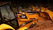 Cat® Backhoe Loader F Series Side-Shift in the dirt