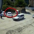 Sortir de sa voiture 1 sec avant l'accident avec un camion !