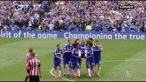 Blessé, Didier Drogba est porté en triomphe par ses coéquipiers