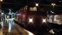 Züge am Hamburger Hauptbahnhof Abends im Regen