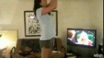 Fille fait une blague à son petit ami  Video Drole