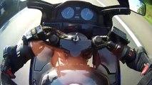Il maîtrise sa chute en moto à plus de 200 km/h