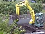 台風の中の地盤改良工事