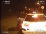 Rīgas Pašvaldības policija aiztur agresīvu taksometra vadītāju