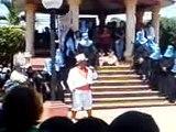 Catarina San Marcos, rey feo hablando en el parque de catarina. por desfile bufo usac.