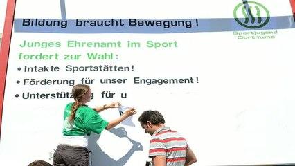 J-Team Dortmund plakatiert Forderungen an die Politik