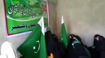 Hurriyat leader Asiya Andrabi hoists Pakistani flag in Srinagar