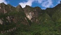 1/2 Tourisme au Pérou Approcher en train Machu Picchu -- Tourism in Peru Reach in train Machu Picchu -- Tourismus in Peru erreichen in Zug Machu Picchu --  Turismo in Perù Raggiungere Machu Picchu -- Turismo en Perú Llegar en tren Machupicchu