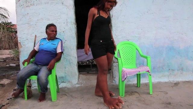 Em Sergipe, conheça a moça de pés gigantes!