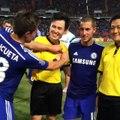 Chelsea: César Azpilicueta amonesta a un árbitro (VIDEO)