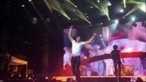 Enrique Iglesias blessé par un drone en plein concert  doigts coupé
